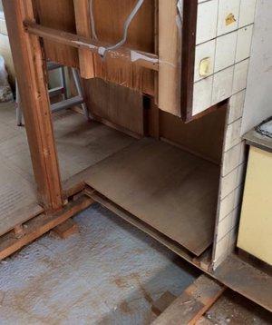 特殊清掃・遺品整理・フローリング解体作業の施工前