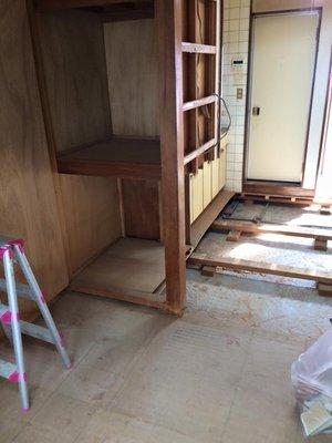 特殊清掃・遺品整理・フローリング解体作業の施工後