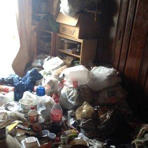 ゴミ屋敷状態での遺品整理の施工前