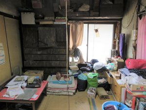 賃貸の一軒家に住まれるている独居老人(親)が亡くなり、遠来の親族(子)からの遺品整理の依頼の施工前