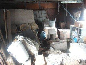 納屋の片付けの施工前