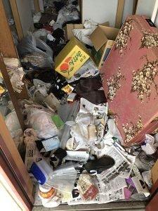 ゴミ屋敷の撤去作業の施工前