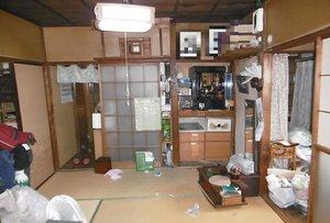 ベットなど大型家具がたくさんありましたの施工前