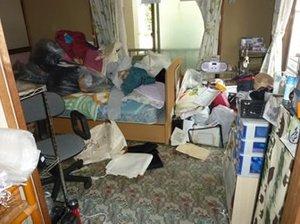 【1K】大きな家財の残るお部屋の施工前