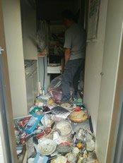 大阪市吹田市:3階のゴミ屋敷清掃の施工前