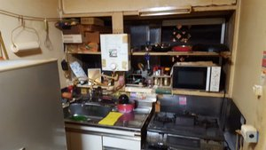 アパートにて、特殊清掃後のハウスクリーニング作業の施工前