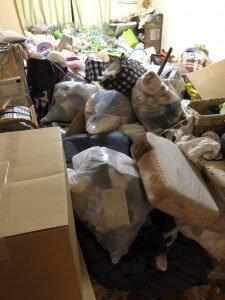 マンションの一室のゴミ屋敷清掃の施工前