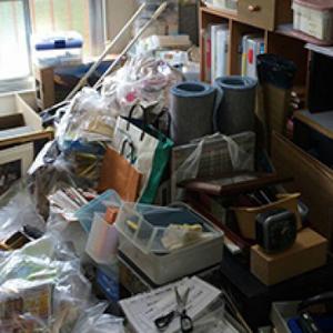 ゴミ山状態の遺品整理:1K【140,000円】の施工前