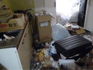長年放置されていた部屋のゴミ屋敷清掃の施工前