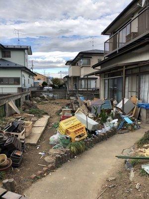 持家を不動産売却にともなう遺品整理つづき:お庭の片付けの施工前