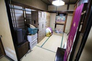 【2K】植木鉢の撤去等、屋外の整理も行いましたの施工前