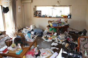 荷物とゴミで溢れたお宅の施工前