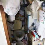 ひざ下までゴミの積もったお部屋(埼玉県)の施工前