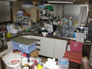台所での作業事例の施工前