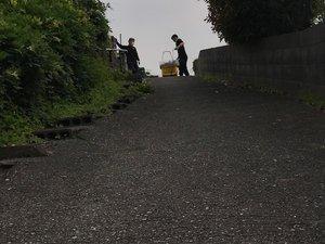 坂道を使って搬出しました ※写真はどちらも作業中のものですの施工後