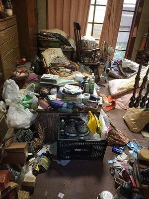 【1DK】たくさんの衣類が残るお部屋でした【225,720円】の施工前