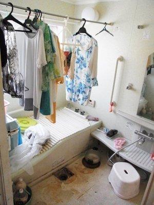 バスルームの作業の様子です。の施工前