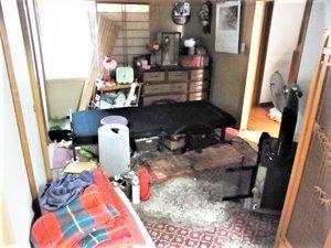 居室の作業の様子です。の施工前