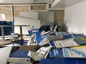ビル2Fの15畳ワンルーム事務所 ※胆振東部地震の後の片付けの施工前