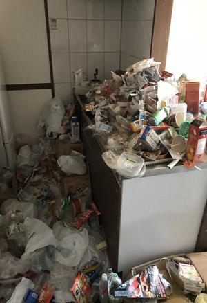ゴミ屋敷清掃(マンション1DK・作業員3人×6時間/50万円)の施工前