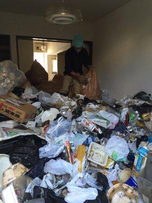 横浜市港北区でのゴミ屋敷清掃の施工前