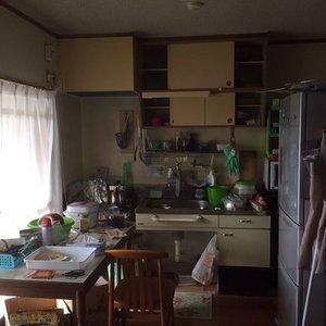生活感の残る台所の施工前