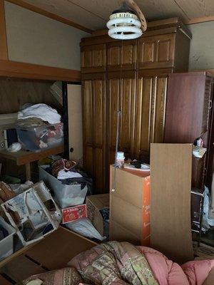 居室(2部屋)の生前遺品整理作業の場合の施工前