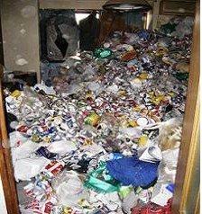 ゴミ部屋の片付けの施工前