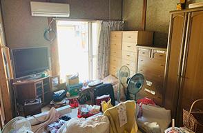 一軒家(6畳3部屋+台所・バス・トイレ)+倉庫大の施工前