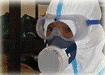 特殊清掃班が、汚物、異臭を取り除きます。